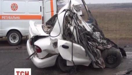 Легковушку раздавило после столкновения с автобусом