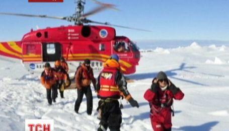 """Із застряглого біля Антарктиди """"Академіка Шокальського"""" евакуювали усіх пасажирів"""