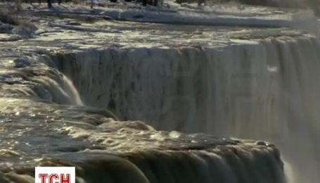 Ніагарський водоспад перетворився на брилу льоду
