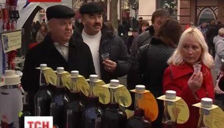 """На Закарпатье начался XIX фестиваль """"Красное вино"""""""