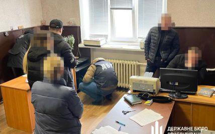 В Днепропетровской области банда полицейских силой выбивала деньги у задержанных