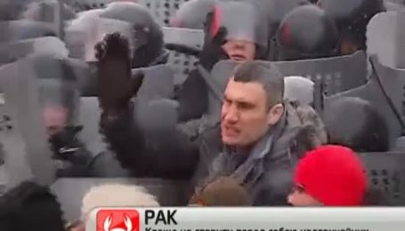 Запеклі сутички на вулиці Грушевського у центрі столиці викликали массу обговорень в мережі