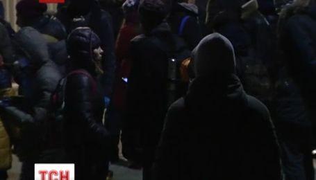 В СИЗО на Подоле кроме студентов института Карпенко Карого остаются еще 32 подозреваемых