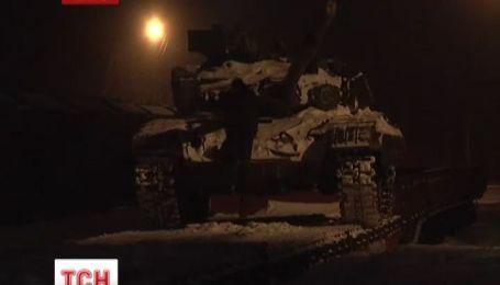 В Чернигове три танка ждут отправления