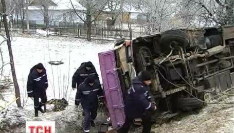 На Прикарпатті 9 пасажирів рейсового автобусу, що перекинувся,  опинилися в лікарні