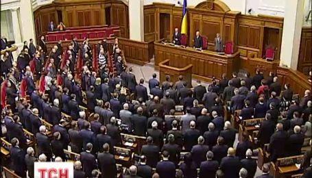 На внеочередной сессии Верховной Рады отменили большинство законов