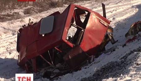 Власти пообещали выплатить по 100 тысяч гривен семьям погибших в автокатастрофе