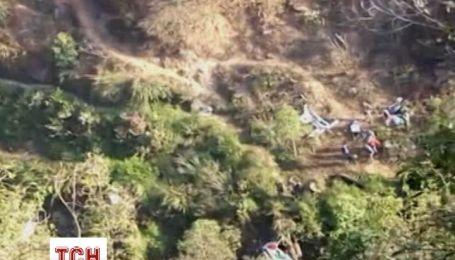 В Непале автобус с пассажирами упал в 300-метровую пропасть