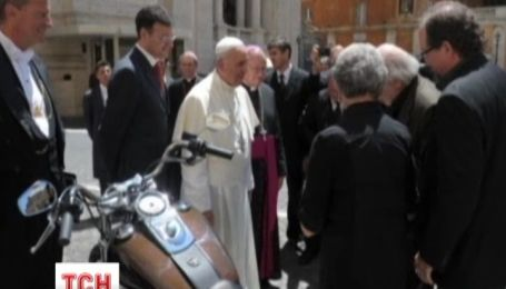 Мотоцикл Папи Римського продали за 241 тисячу 500 євро