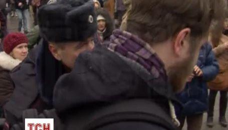 """Московська поліція затримала близько 40 учасників флеш-мобу на підтримку телеканалу """"Дощ"""""""