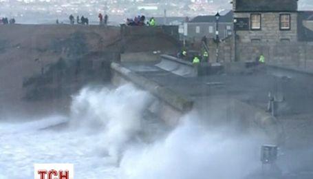 Розгул стихії в Англії та Уельсі приймає масштаби національної катастрофи