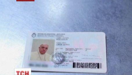 Папа Римський Франциск поновив свій аргентинський паспорт