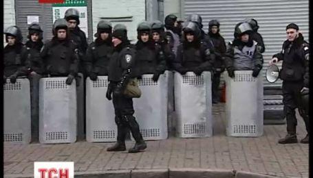В целях безопасности правоохранители перекрыли все подходы и подъезды к ВР