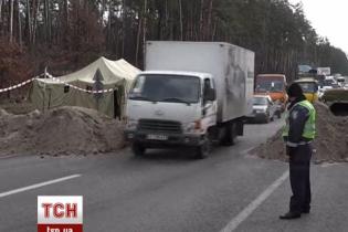 ДАІ перекрила головні в'їзди до Києва вантажівками з піском