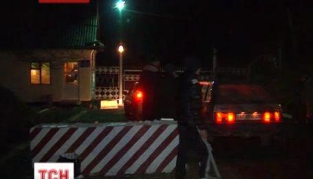 На Прикарпатті мітингувальники взяли в облогу військові склади