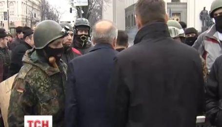 """На вході до ВР бійці """"Самооборони"""" влаштували КПП"""