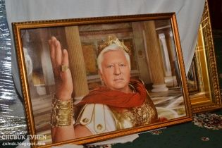 Скарби маєтку Пшонки: яйця Фаберже, холодна зброя та портрети Януковича