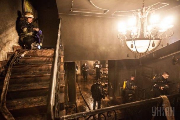 Пожар в доме сына Симоненко: залитый водой пол, обгоревшие подушки и беспорядок