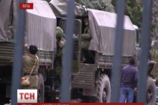 """Озброєні російські солдати """"висадилися"""" в Ялті"""