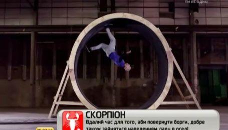 Самый известный акробат мира пробежал полный оборот в трехметровом кругу