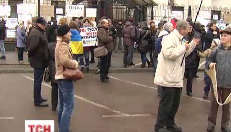 Крымчане прибыли в Киеве пикетировать посольство России