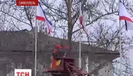 В Симферополе вместо украинских флагов вывесили российские