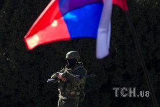 В Симферополе школы заставляют вывешивать российские флаги