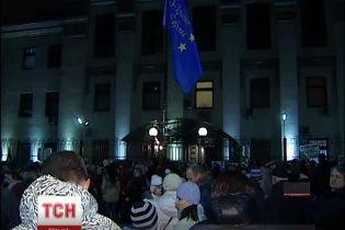 В Киеве российское посольство охраняют самооборонцы, чтобы избежать провокаций