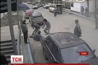 В Симферополе вооруженные люди в военной форме разгромили пресс-центр