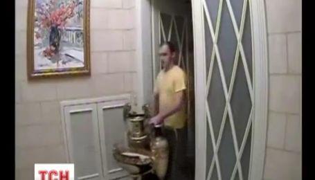 Янукович чотири дні поспіль вивозив дорогоцінні речі з Межигір'я