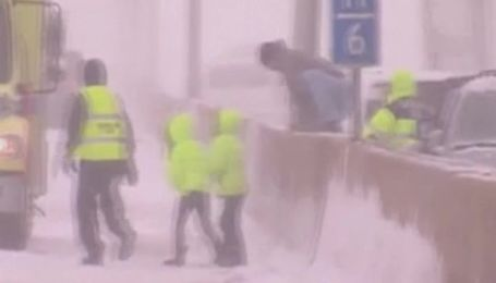 Снег и морозы продолжают атаковать США