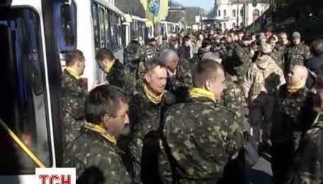 Сотни людей из Самообороны Майдана поехали на обучение перед вступлением в Национальную гвардию