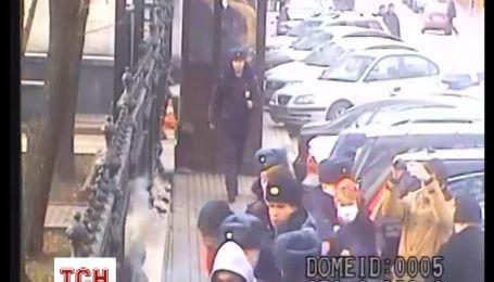 Появилось видео нападения на украинское посольство в Москве