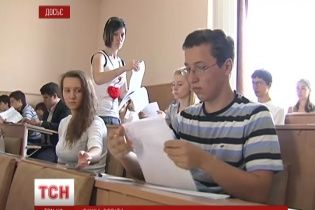 """Кримським абітурієнтам """"світить"""" спрощена процедура вступу до вишів України"""
