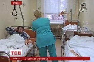Звільнених у Криму заручників катували, тримали без їжі і морально знущались