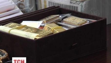 У поплічників колишнього режиму вилучили мільйоні гривень і кілограми золота