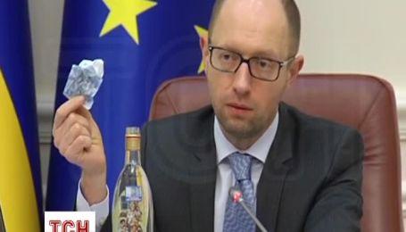 Яценюк на прикладі пояснив, як робився в Україні тіньовий бізнес