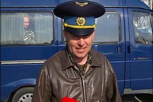 Мамчур повертається на пропускний пункт Криму зустрічати дружину та товаришів по службі