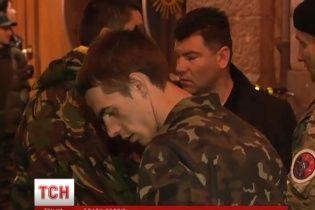 """В киевском """"Правом секторе"""" пообещали отдать нелегальное оружие Нацгвардии"""