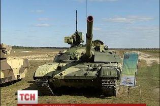 Українську армію озброять новенькими танками та БТРами
