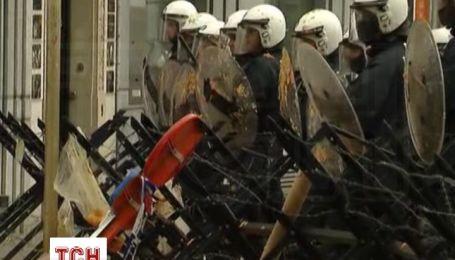 Евродемонстранты вступили в драку с полицией в Брюсселе