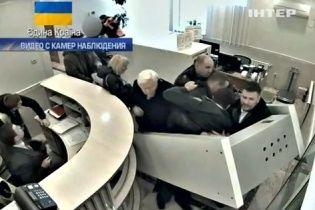 Обнародовано видео побега Пшонки с Клименко из VIP-терминала донецкого аэропорта