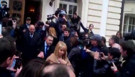 Судей из ВСУ выводили по коридору позора