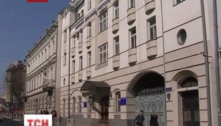 Преподаватели требуют у студента 10 тысяч гривен за клевету