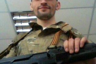 Топаза бачили із сепаратистами в окупованій ОДА в Донецьку, а в інтернеті він хизується зброєю