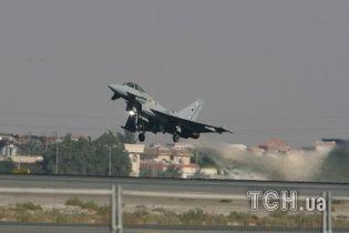 Великобритания по тревоге подняла истребители, заметив у границ российские бомбардировщики
