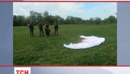 Румунського парашутиста-екстримала затримали на Закарпатті