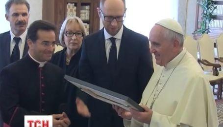 Папа Римский принял Яценюка в Ватикане
