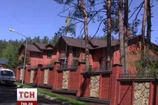 Азаров продает свой особняк в Конча-Заспе