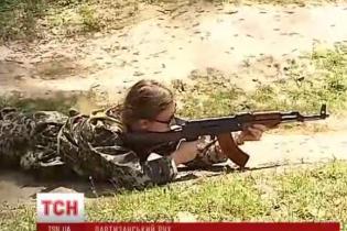 Украинцы массово записываются в ополченцы и учатся воевать